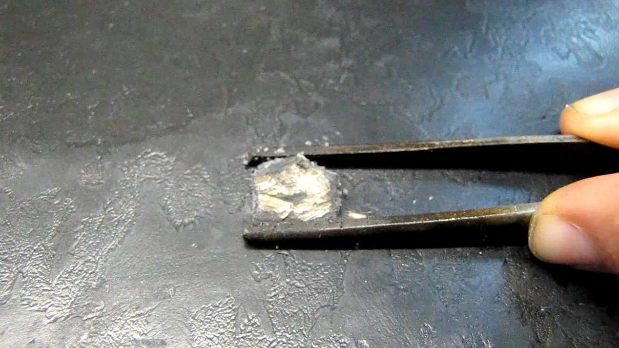 Окисление лития на воздухе (черный фон)