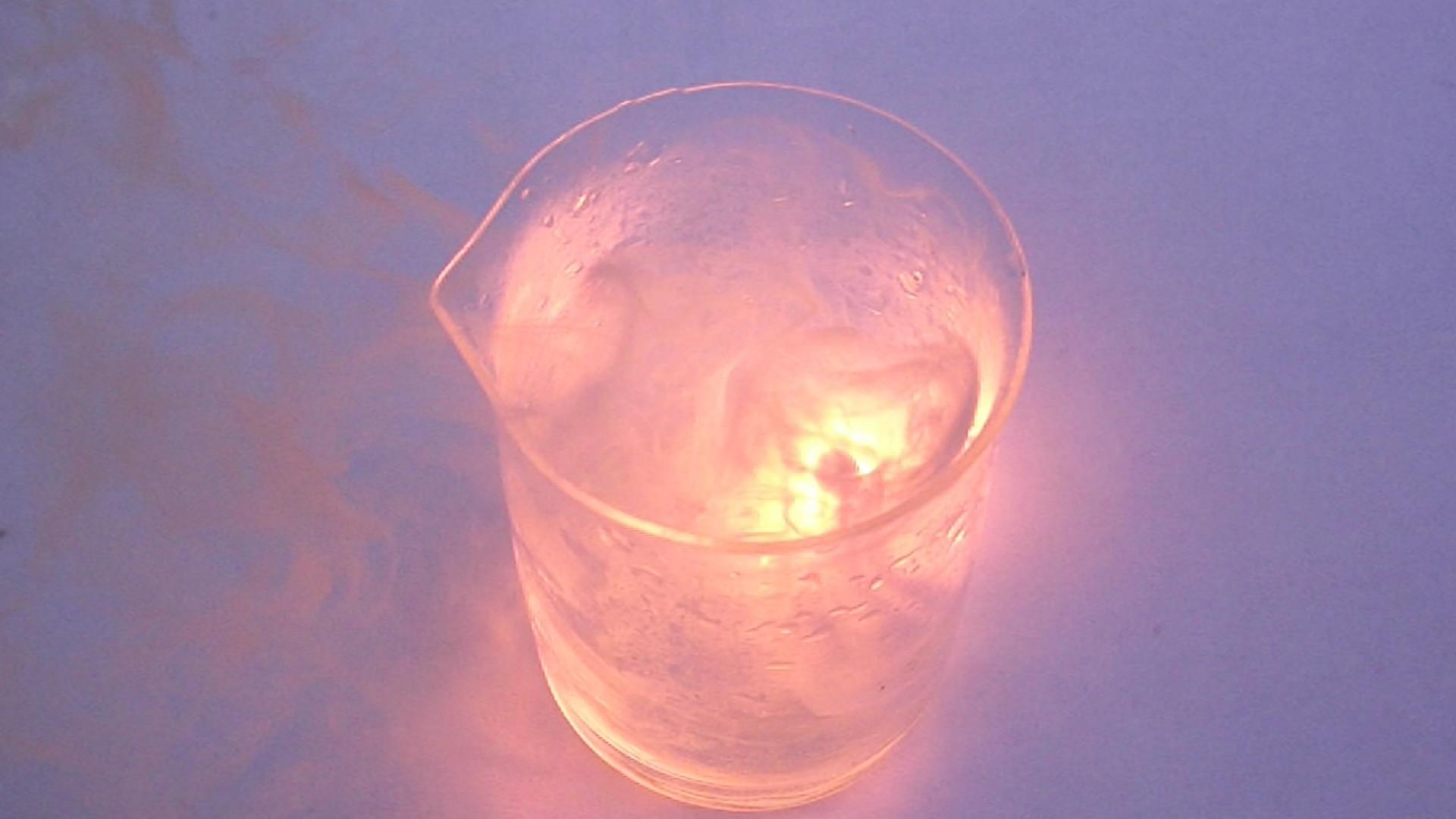 Реакция калий-натриевого сплава с концентрированной азотной кислотой