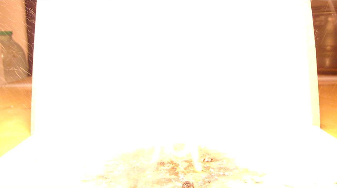 Огонь от капли воды (магний и нитрат серебра)