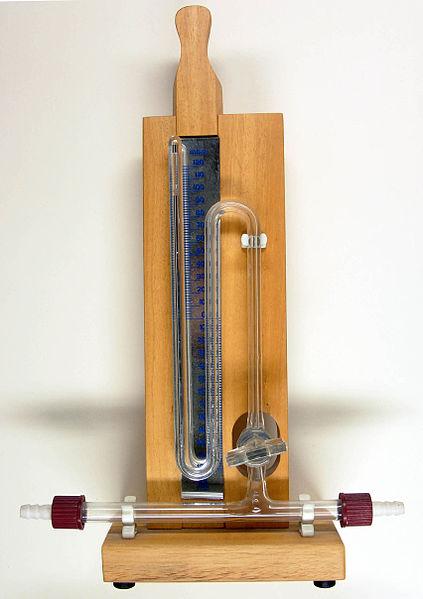 Ртутный манометр, используемый для измерения давления ниже атмосферного