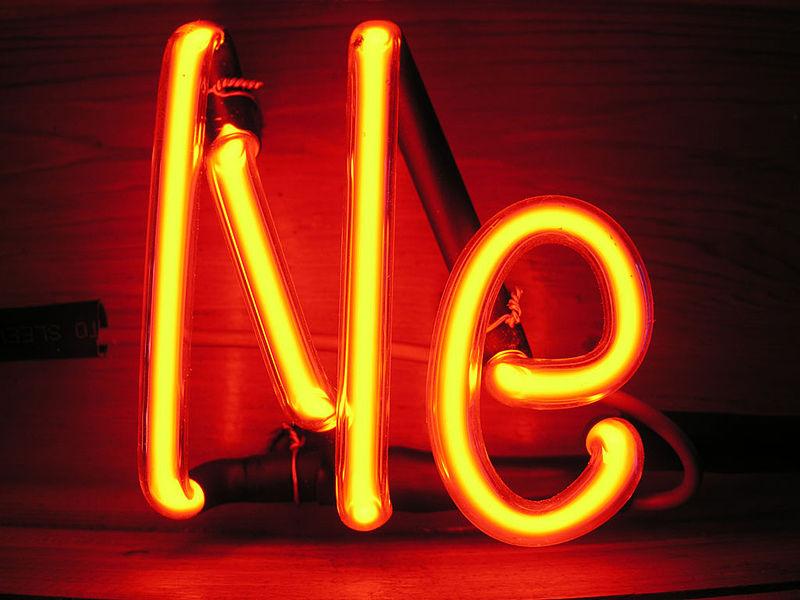 Электрический разряд в неоновой трубке