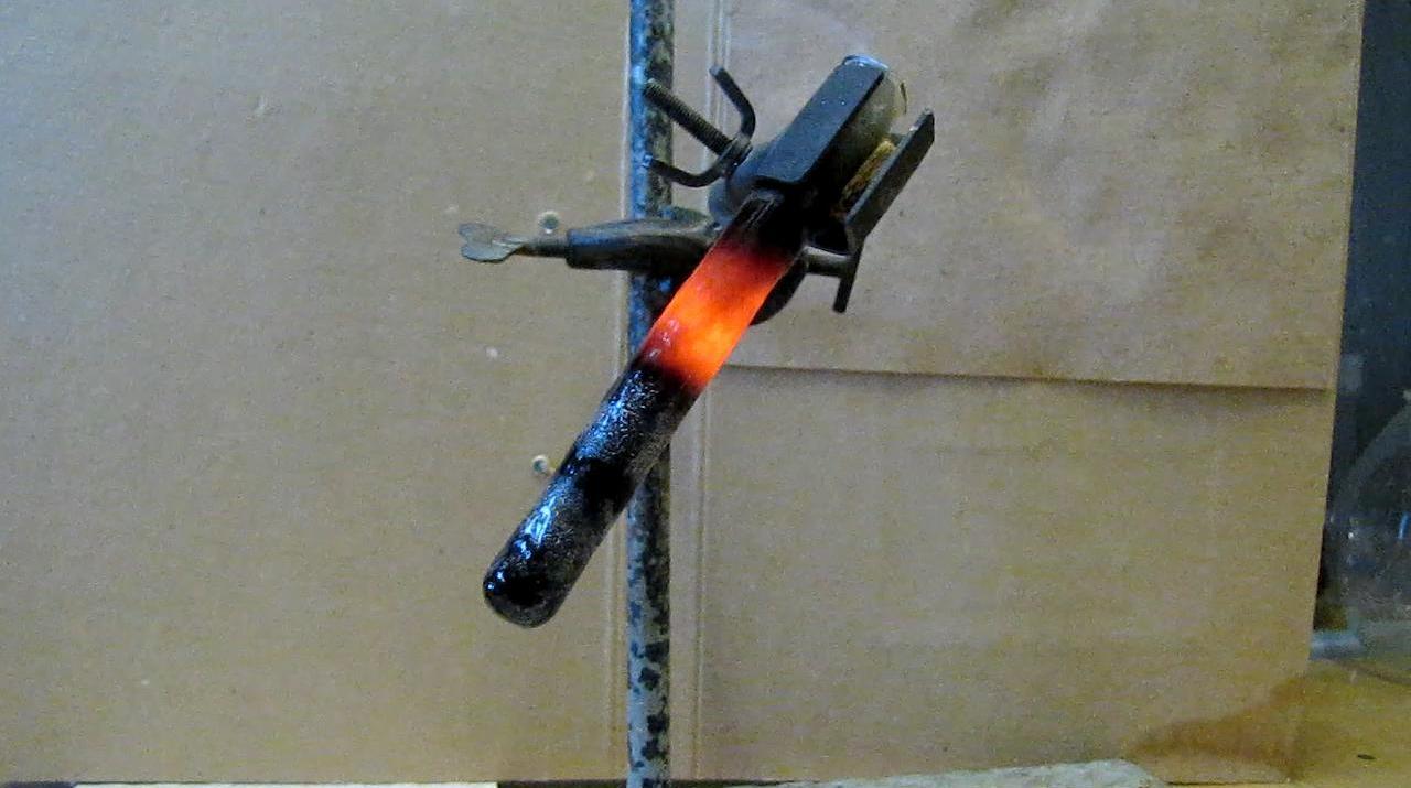 Реакция магния и диоксида кремния (получение силицида магния)