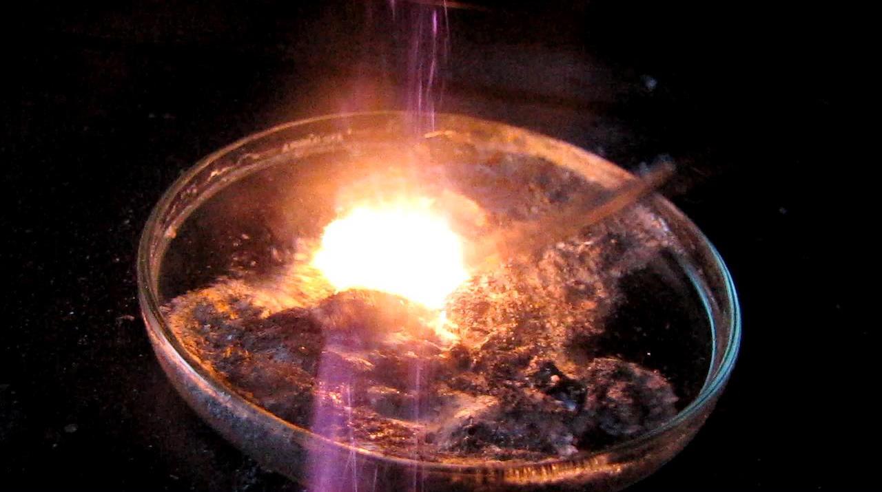 Образование и самовоспламенение силана (реакция силицида магния и соляной кислоты)