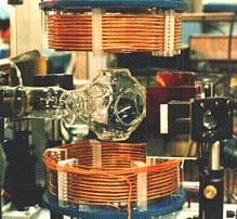 Магнитооптическая ловушка позволяет удерживать нейтральные атомы франция