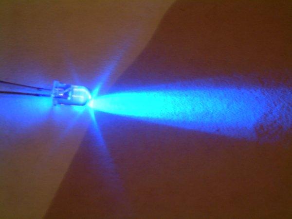 Ультрафиолетовый светодиод на основе нитрида индия и галлия InxGa1-xN