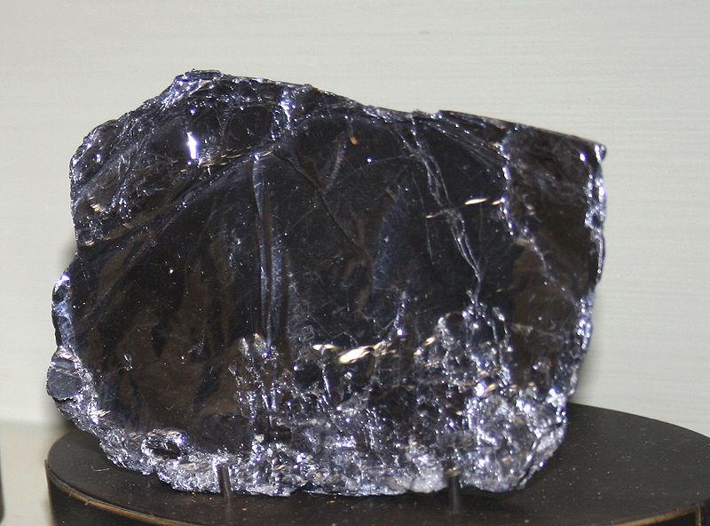 Молибденит (дисульфид молибдена MoS2)