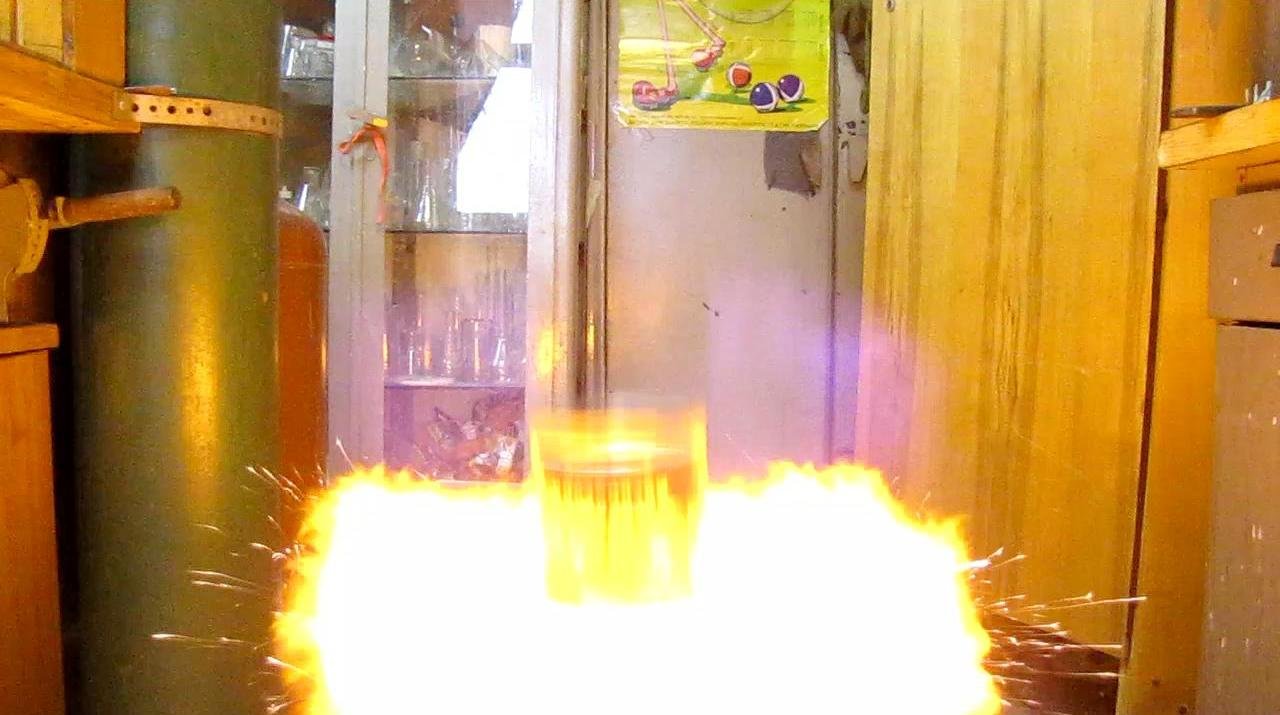 �����-������ (����� ��������). How to make a Rocket using a Can (Hydrogen Explosion)