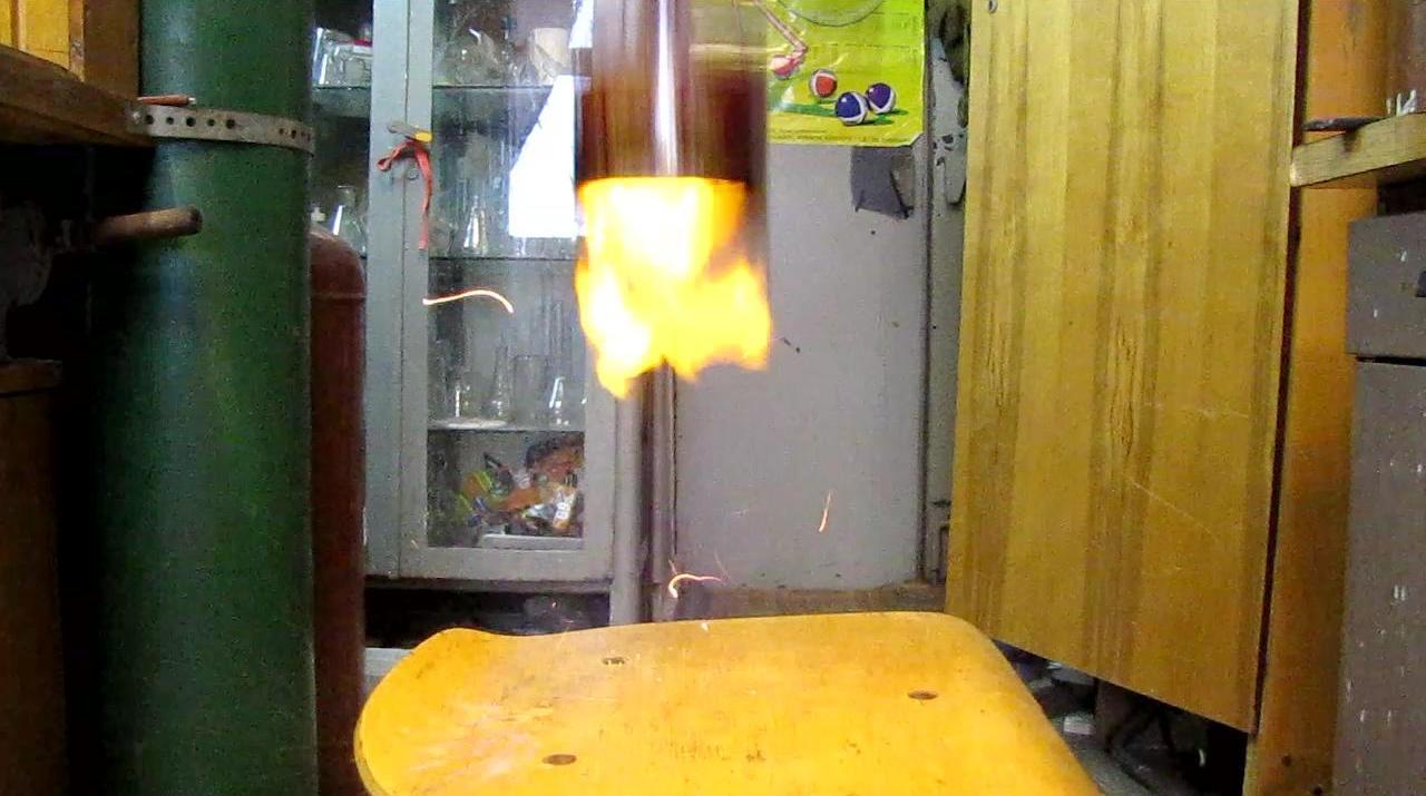 Банка-ракета (взрыв водорода)