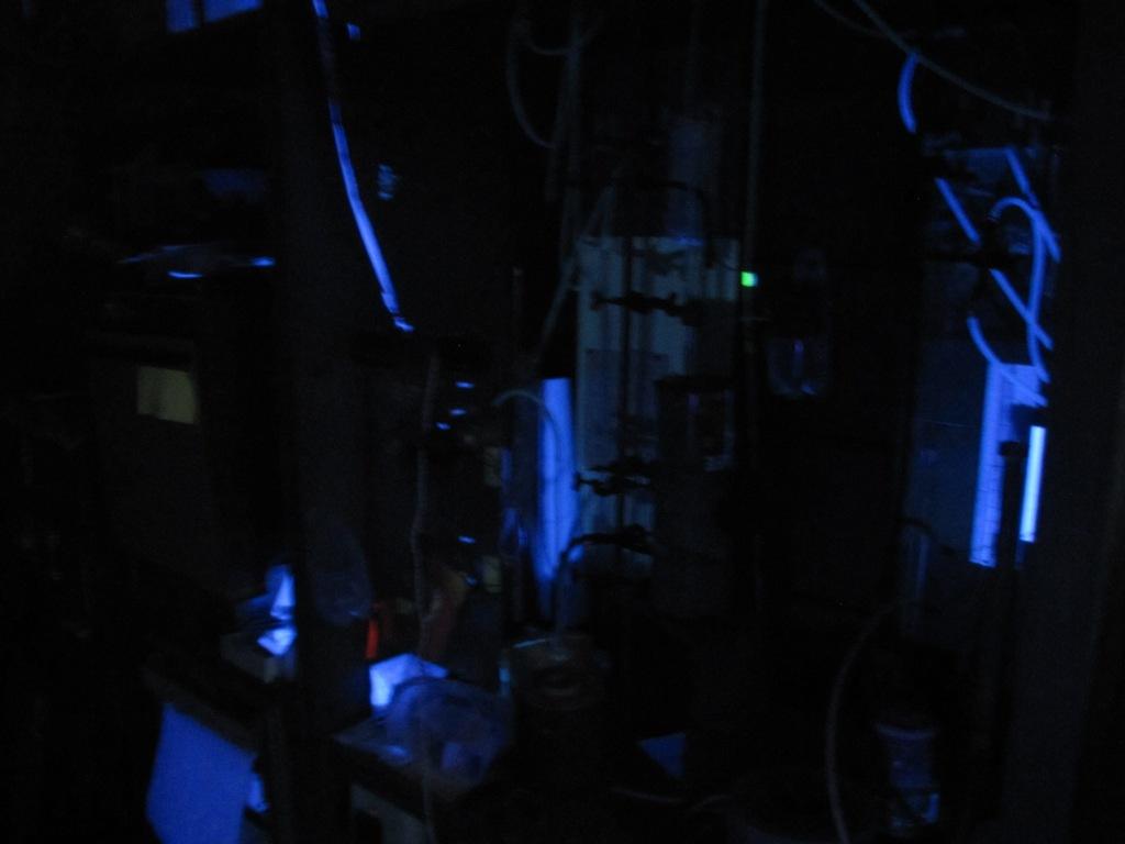 Лаборатория в ультрафиолетовом свете
