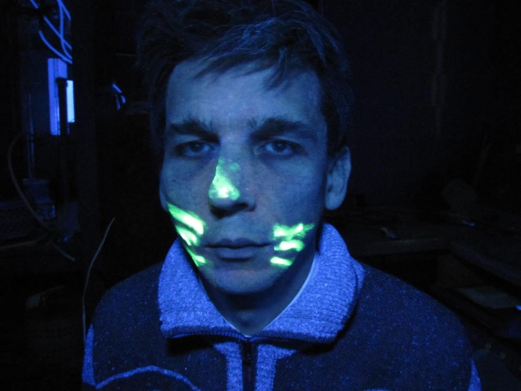 Объект эксперимента в ультрафиолетовых лучах