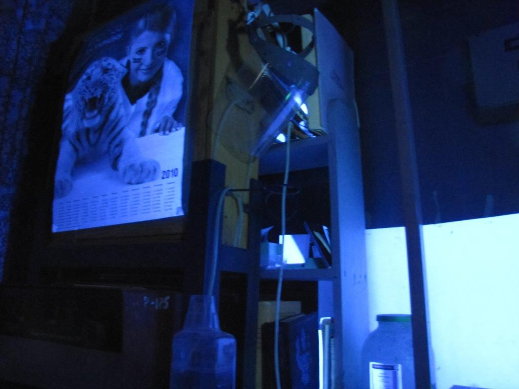 Лаборатория в ультрафиолетовых лучах