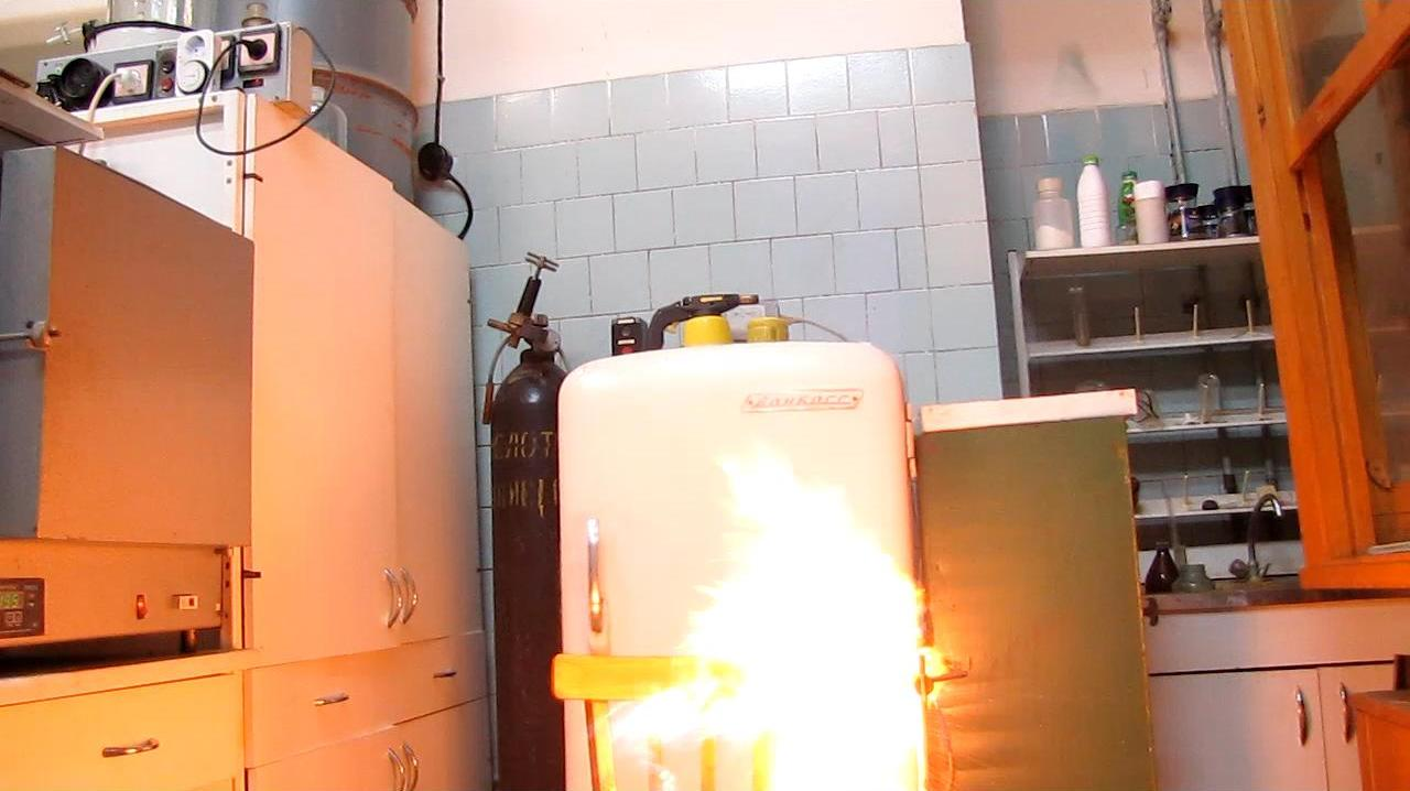 Воздушный шарик с бутаном (газ и жидкость)