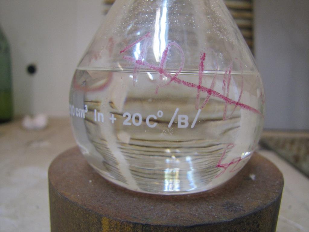 Смесь эфиров азотной кислоты: этиленгликольдинитрат - 100 мл, нитроглицерин 35-40 мл