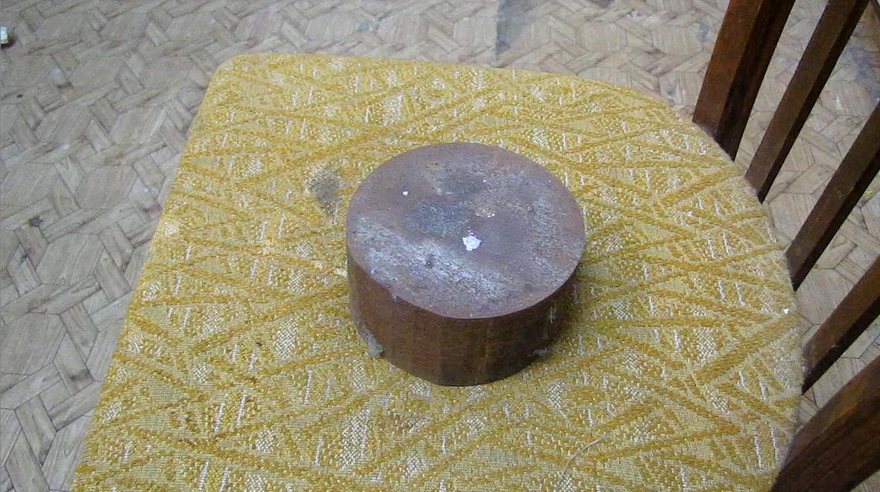 Взрыв смеси бертолетовой соли и красного фосфора от удара кулаком