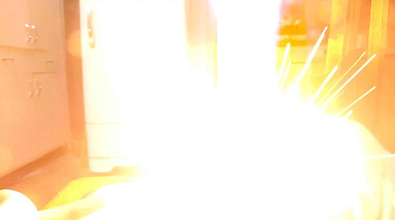 Огонь на ладони (хлорат калия и красный фосфор)