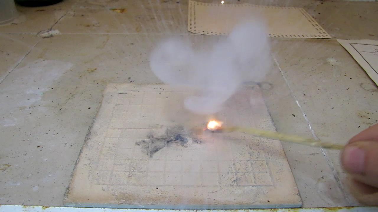 Взрыв смеси бертолетовой соли и красного фосфора