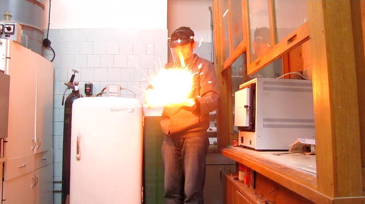 Смесь бромата калия и красного фосфора