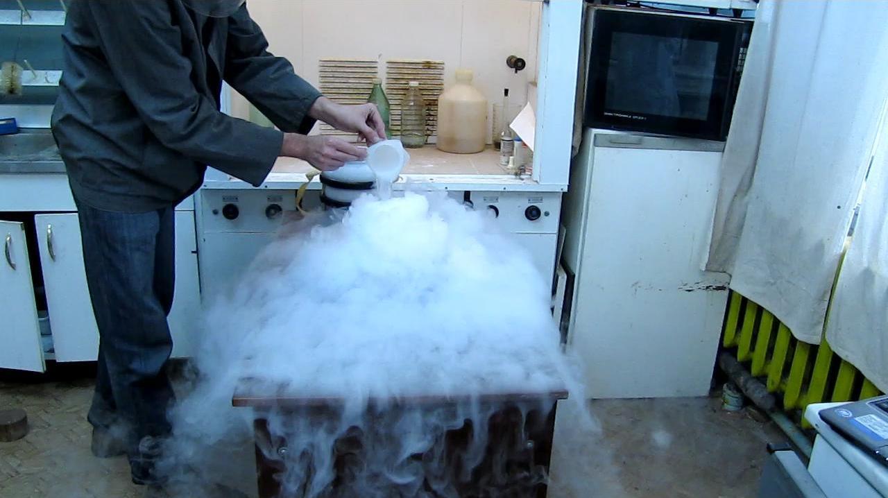 Получение тумана с помощью жидкого азота