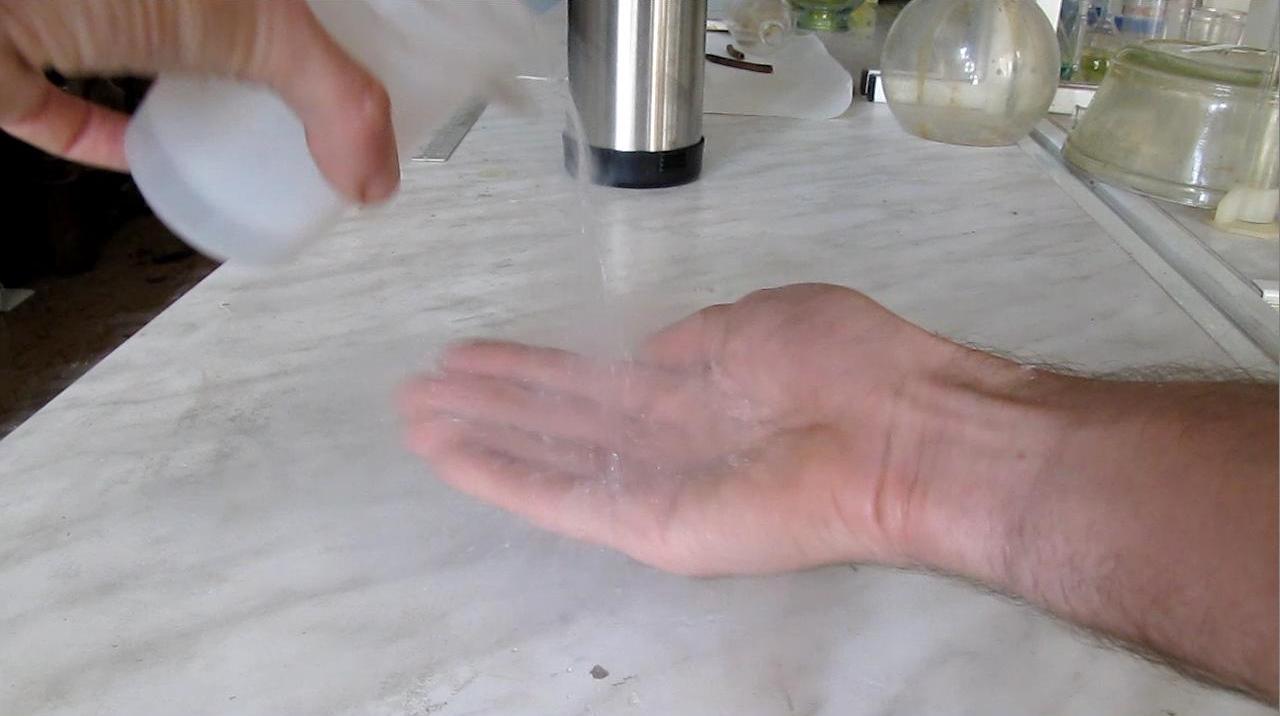 Жидкий азот на ладони