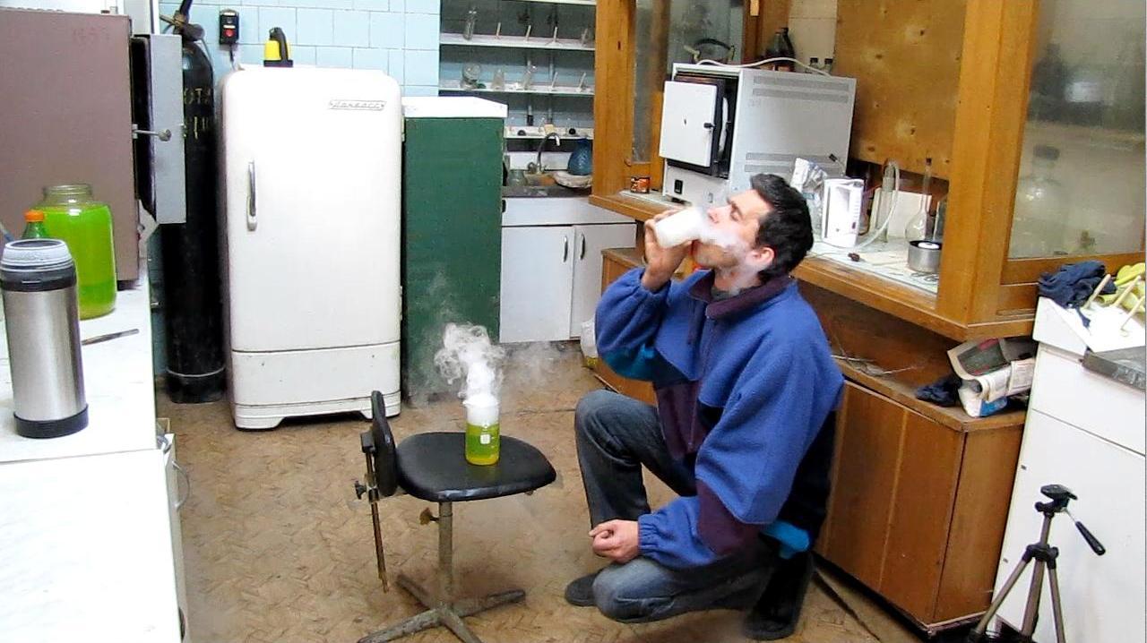 Опыты с жидким азотом. Можно ли пить жидкий азот?