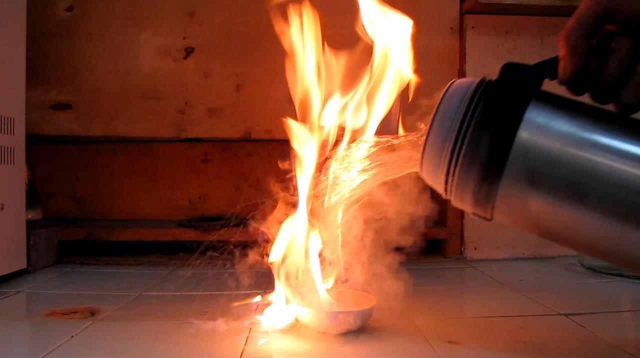 Опыты с жидким азотом. Лед и пламя (можно ли тушить бензин жидким азотом?)