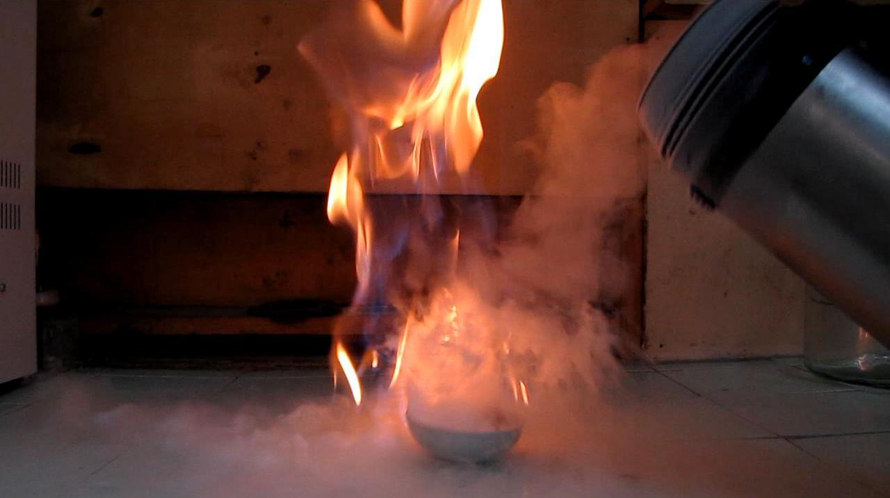 Лед и пламя (можно ли тушить бензин жидким азотом?)