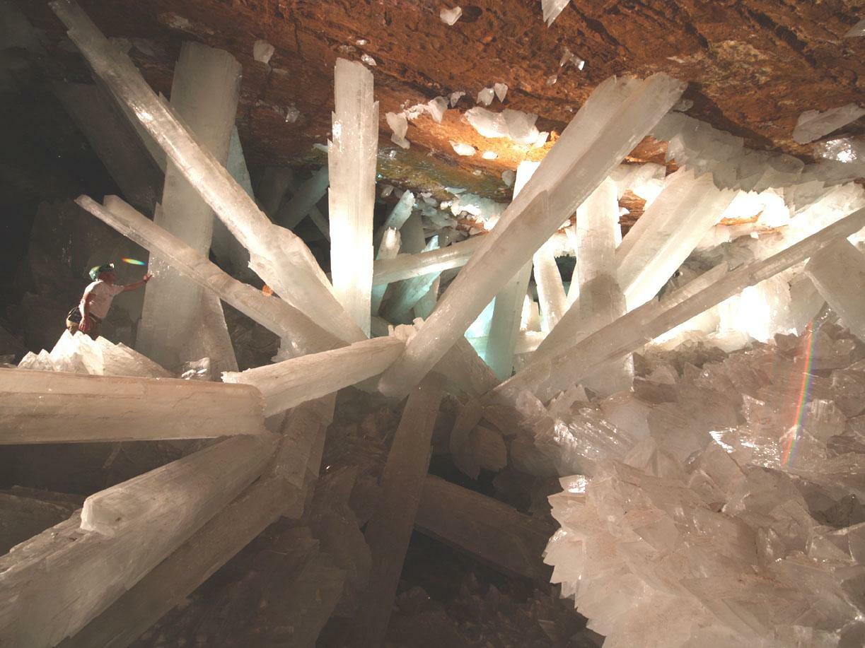 Пещера кристаллов (Мексика). Содержит огромные кристаллы гипса