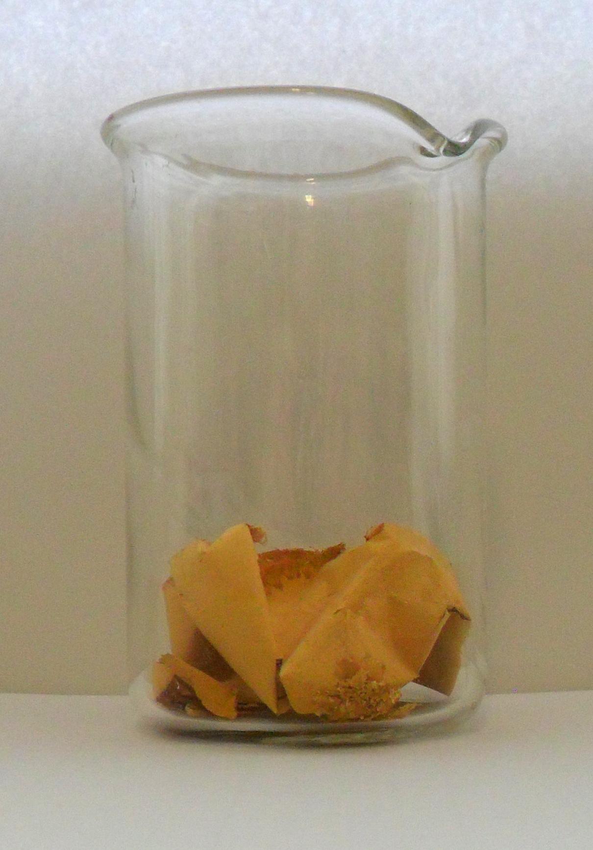 При десятикратном недостатке осадителя [сульфат железа (II)] из достаточно концентрированного раствора (10 г/л) золото может выпасть в виде вот такой фольги.