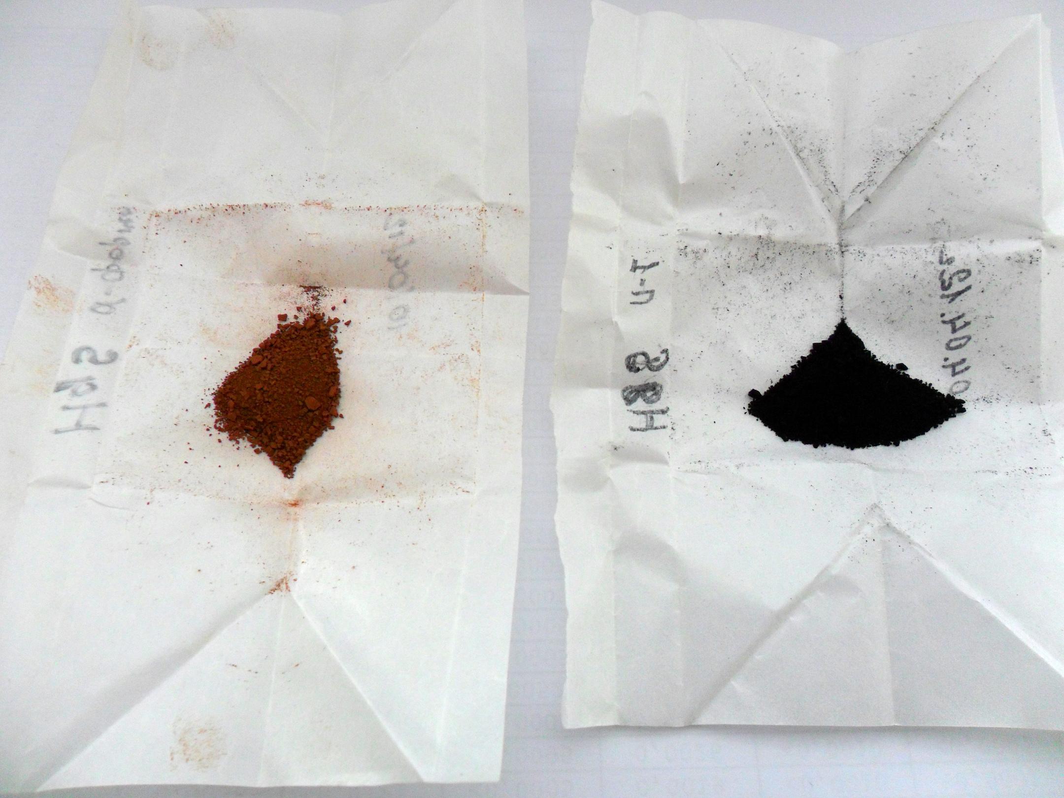 Две формы сульфида ртути - красная и черная. Коричневый оттенок красной формы обусловлен перегревом (если верить практикуму Карякина).
