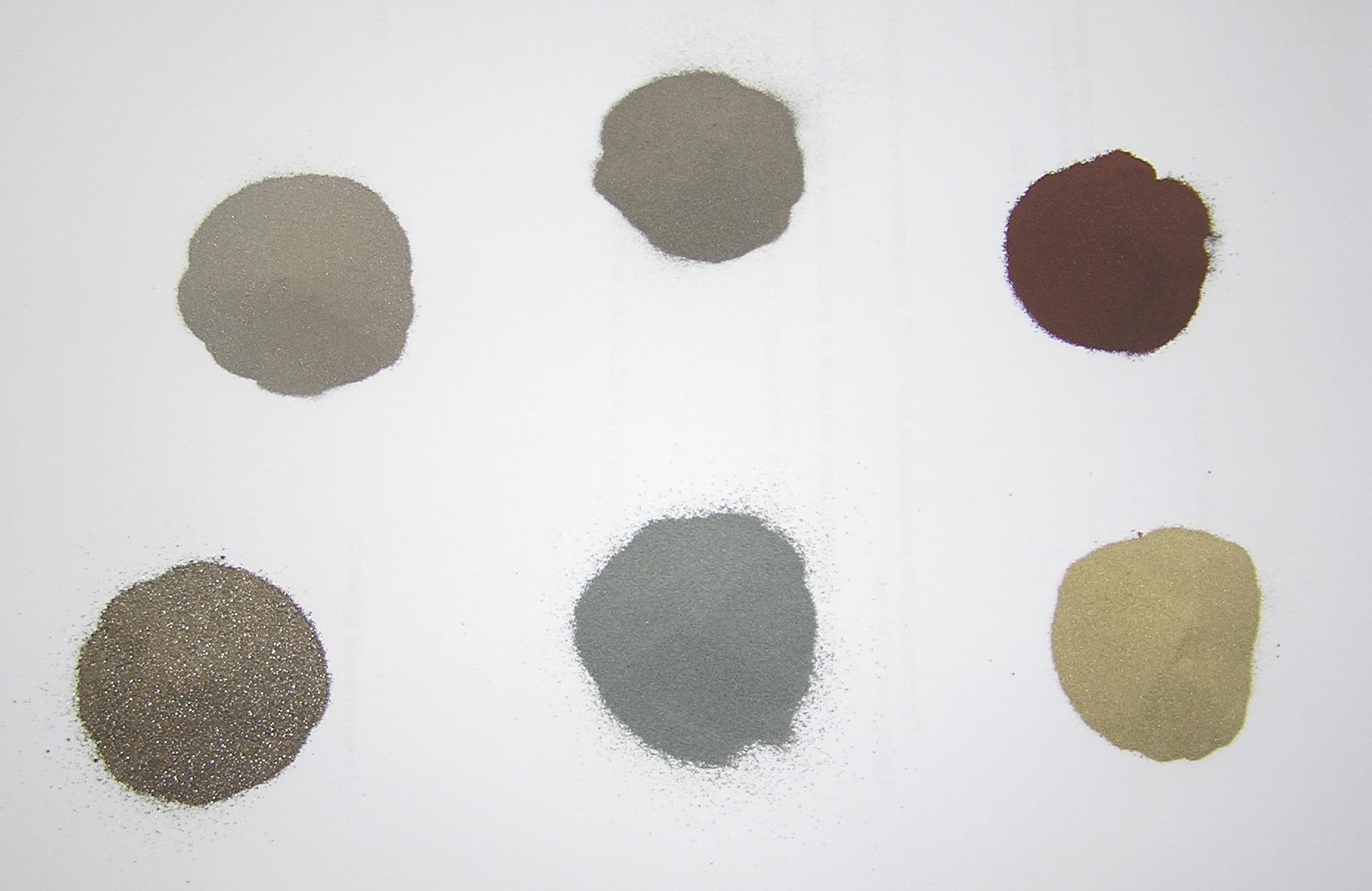 Порошки металлов и их сплавов. По часовой стрелке с нижнего левого угла: хром, нихром, мельхиор, медь, латунь, в центре - цинк