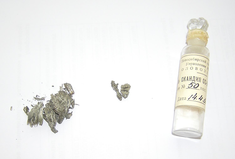 Скандий металлический, хорошо образованные кристаллы скандия, оксид скандия