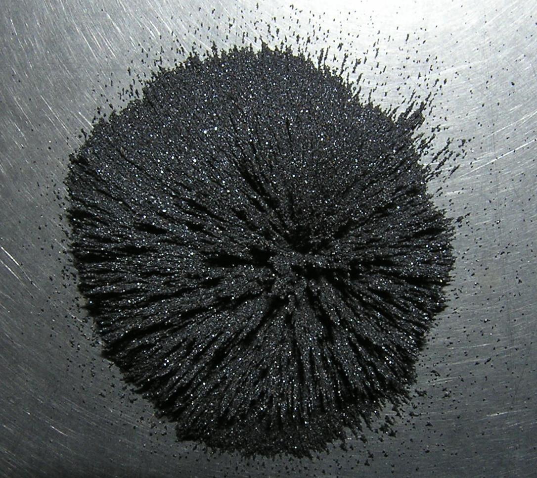 Магнетит в магнитном поле