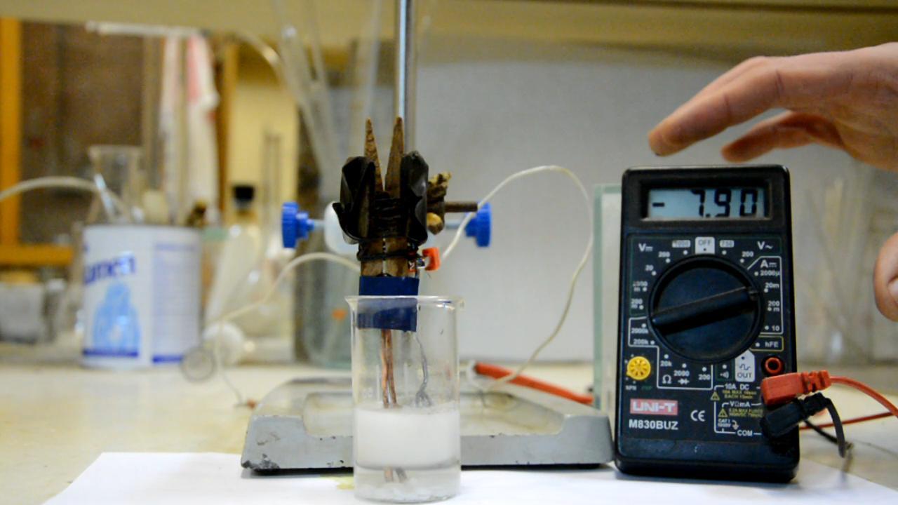 Гальванический элемент медь - алюминий - едкое кали