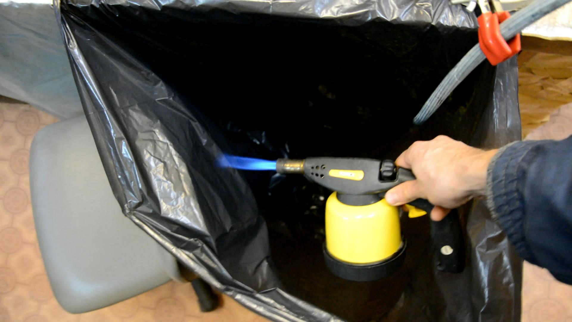 Углекислый газ гасит газовую горелку (мешок на 160 л)