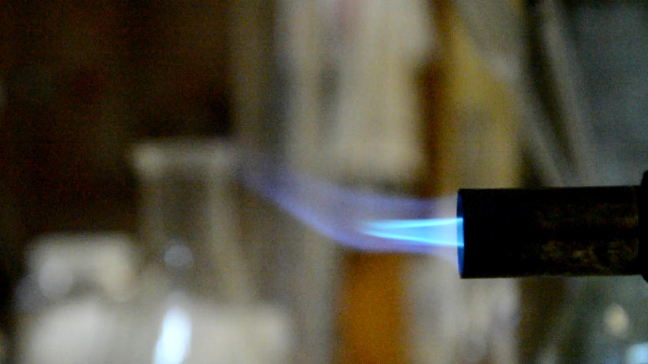 Углекислый газ гасит газовую горелку