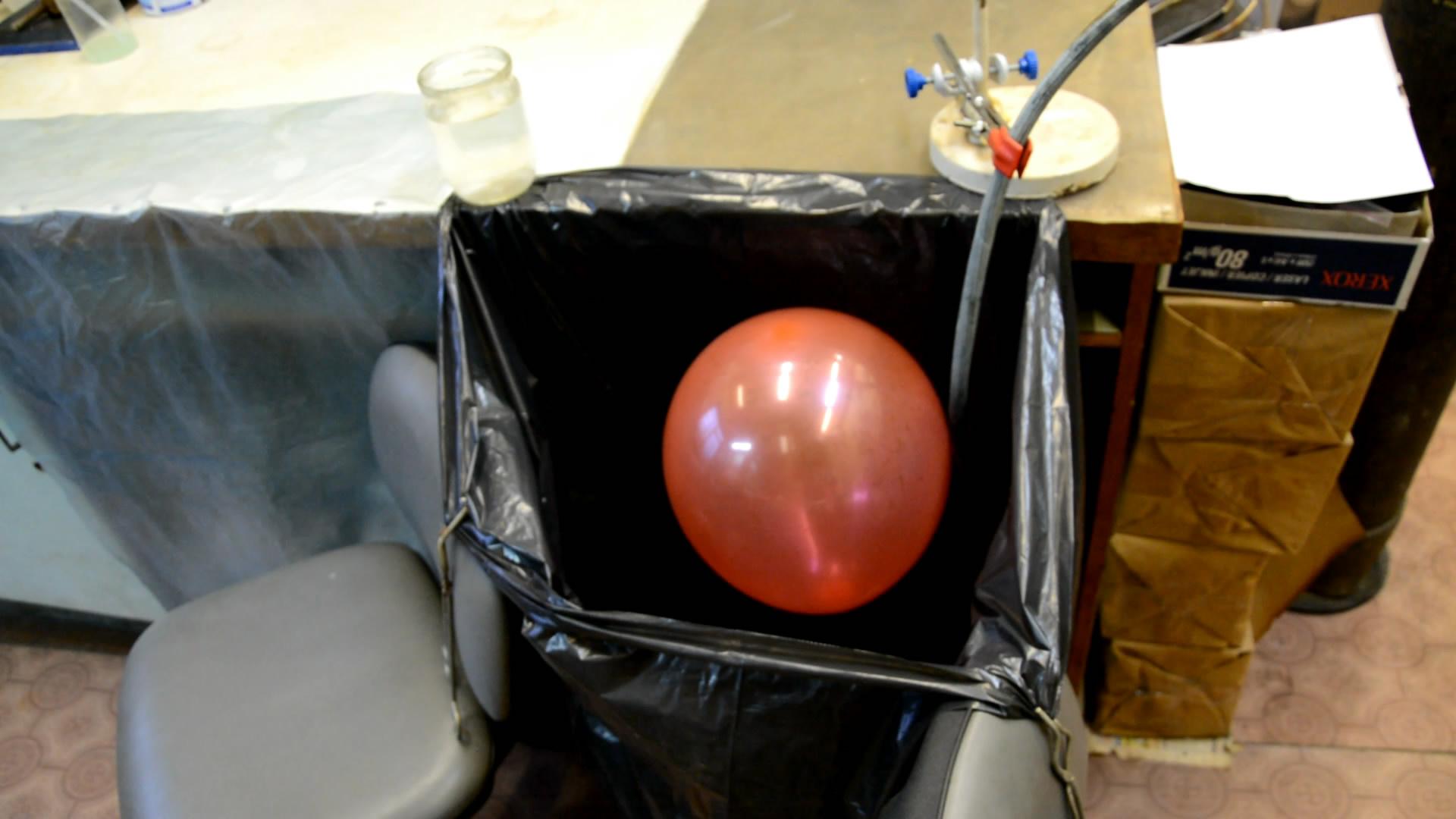 Левитация воздушного шарика в углекислом газе