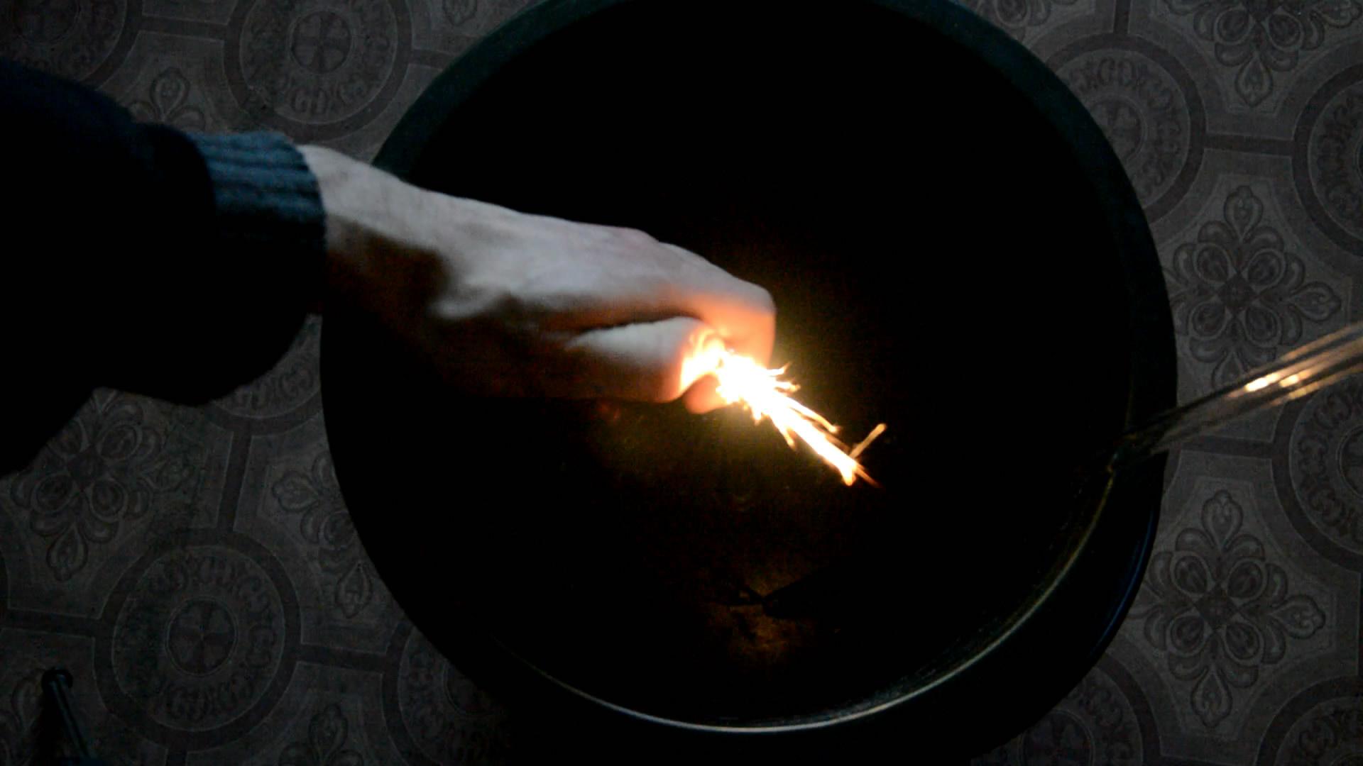 Зажигалка (с кремнем) на воздухе, в углекислом газе и в аргоне