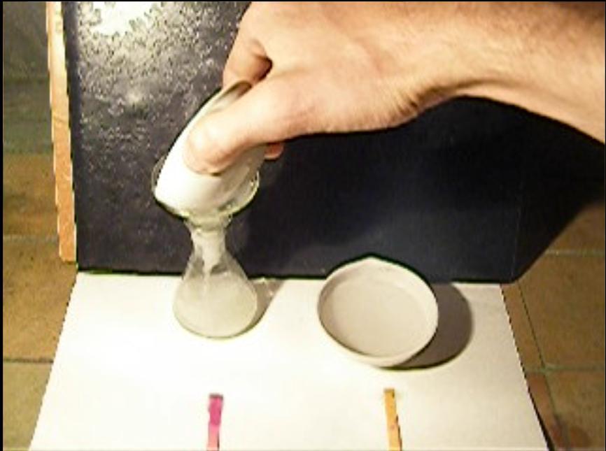 Реакция натрия с концентрированной соляной кислотой и с водой / Reaction of Sodium with Water and with Concentrated Hydrochloric Acid