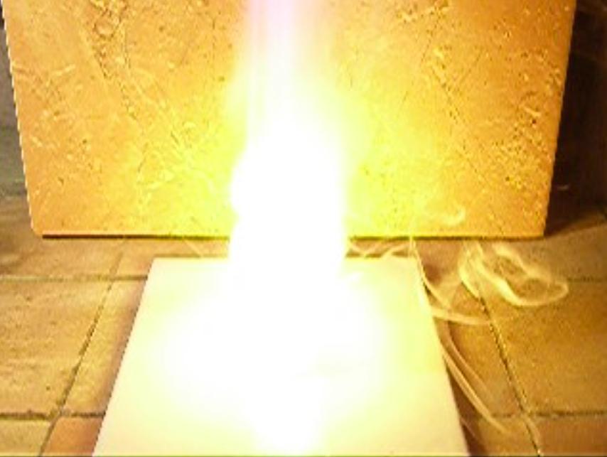 Реакция натрия с 30% раствором перекиси водорода<br> Sodium and Hydrogen Peroxide (30%)