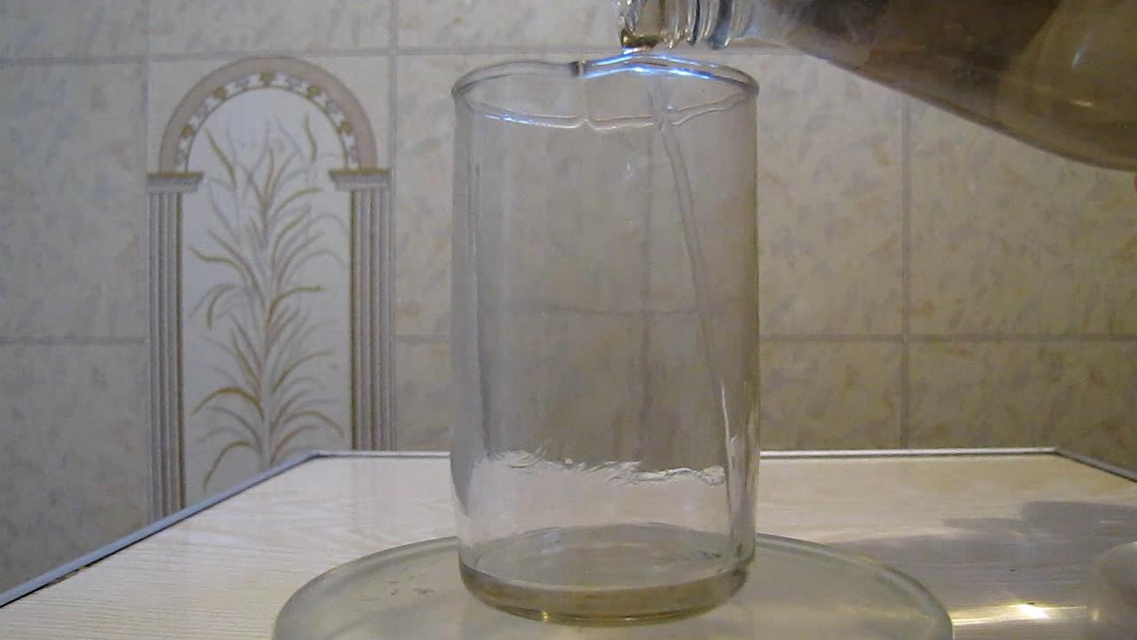 Реакция концентрированной серной кислоты H2SO4 и хлорида натрия NaCl. Reaction of Concentrated Sulfuric Acid and Sodium Chloride