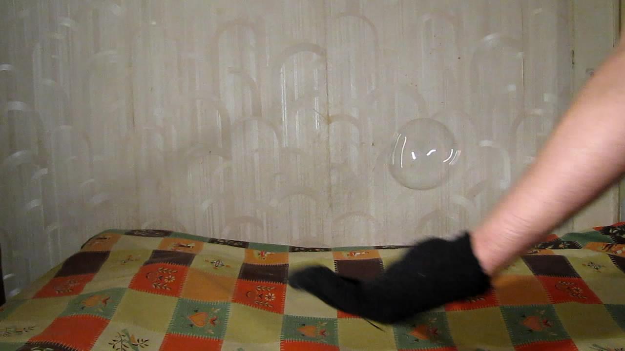 Мыльные пузыри и шерстяные перчатки. Soap bubbles and wool mittens