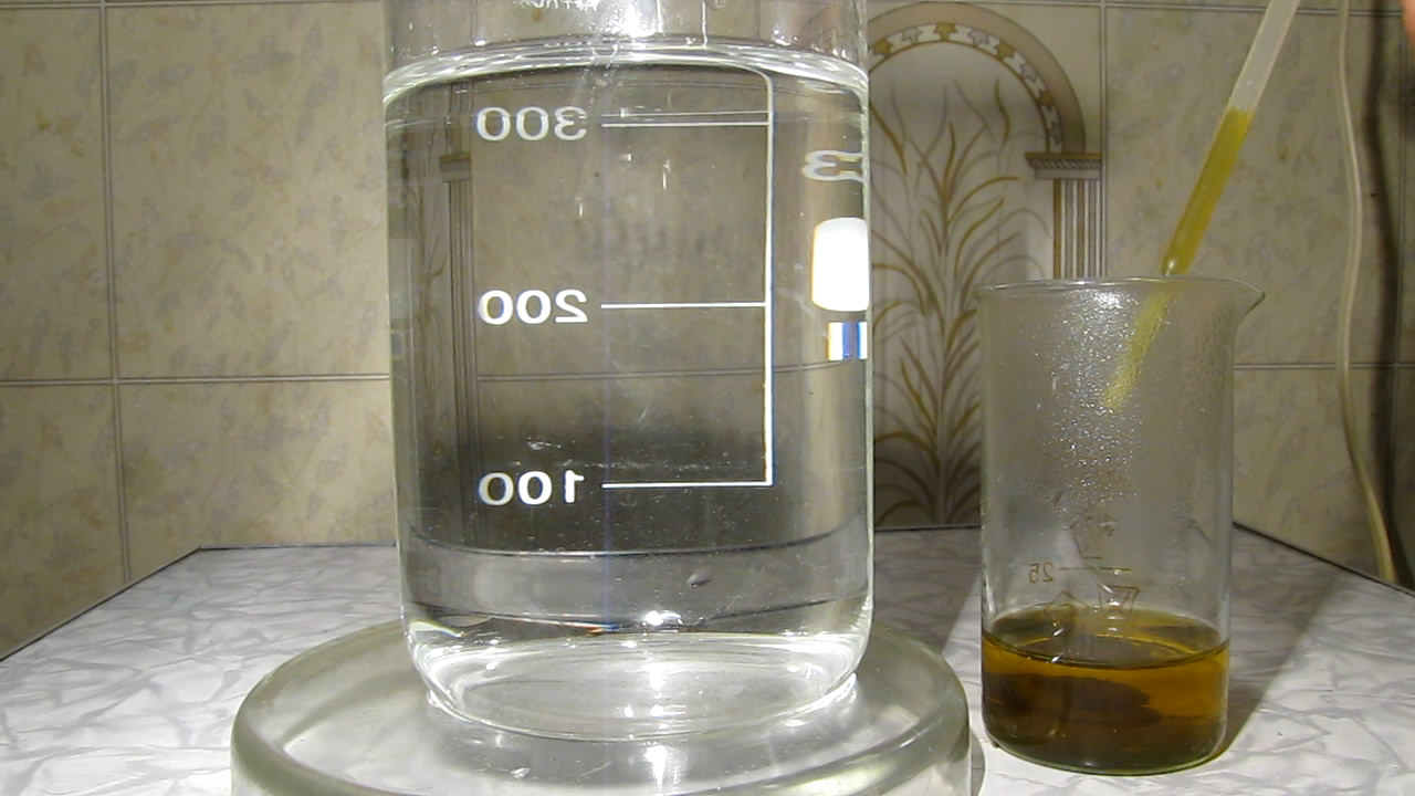 Железная руда, соляная кислота и азотная кислота. Iron ore, hydrochloric acid and nitric acid