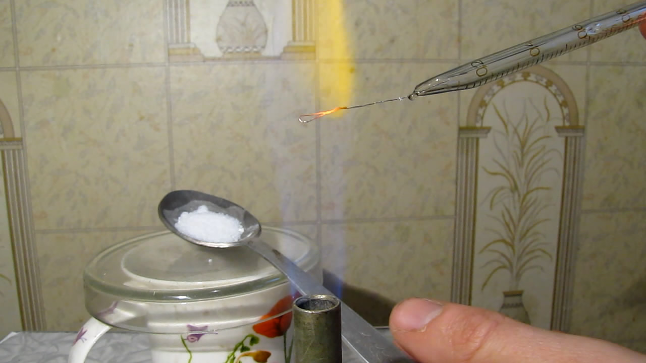 Перлы буры: хром (восстановительное пламя). Borax bead tests: chromium (reducing flame)