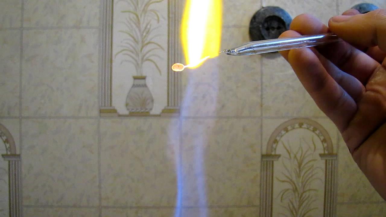 Перлы буры: медь (окислительное пламя). Borax bead tests: copper (oxidizing  flame)