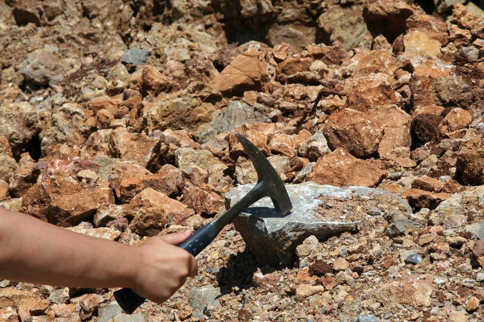 Геологи. Geologists