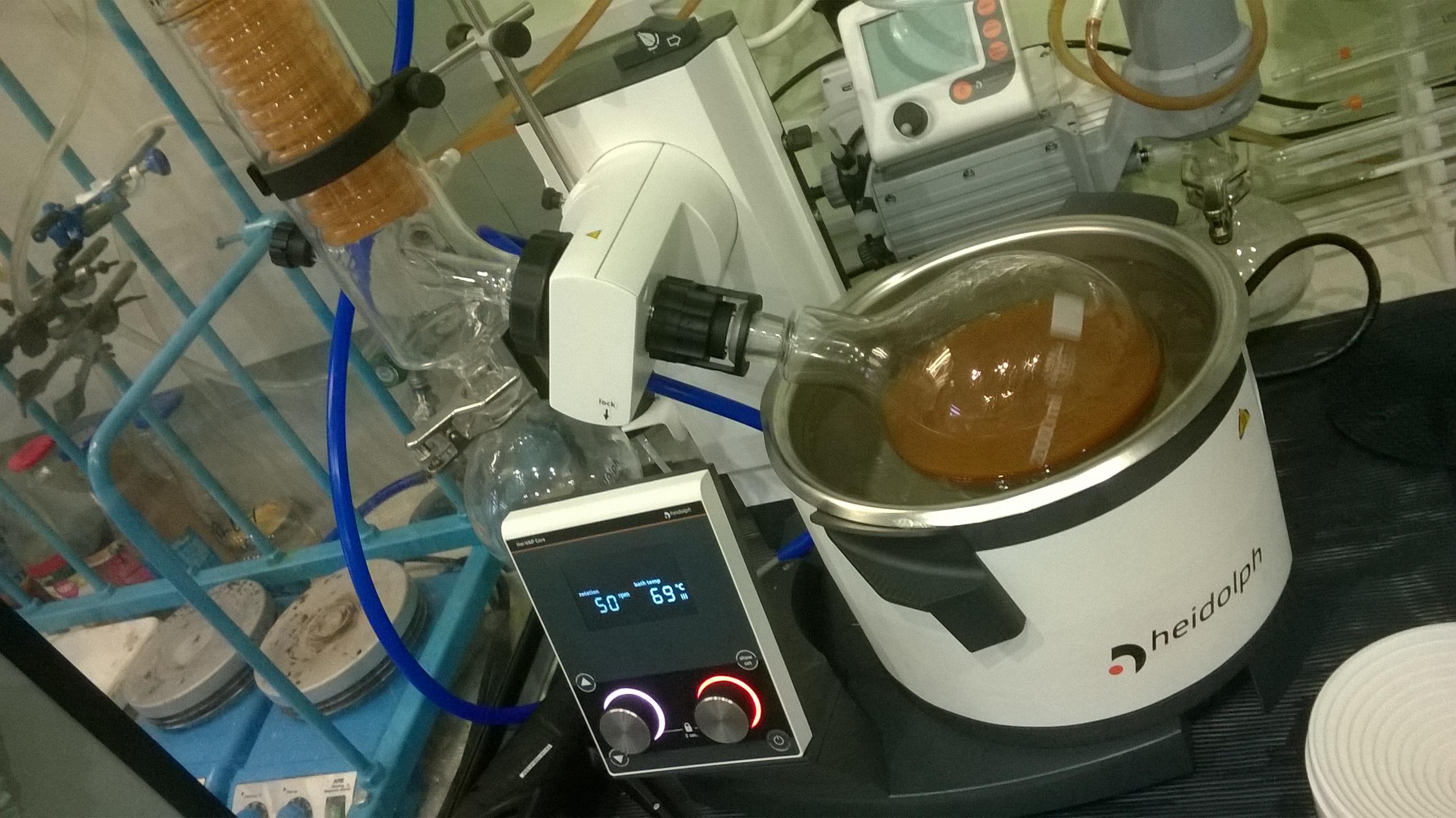 Отгонка ацетона (роторный испаритель). Distillation of acetone (rotary evaporator)