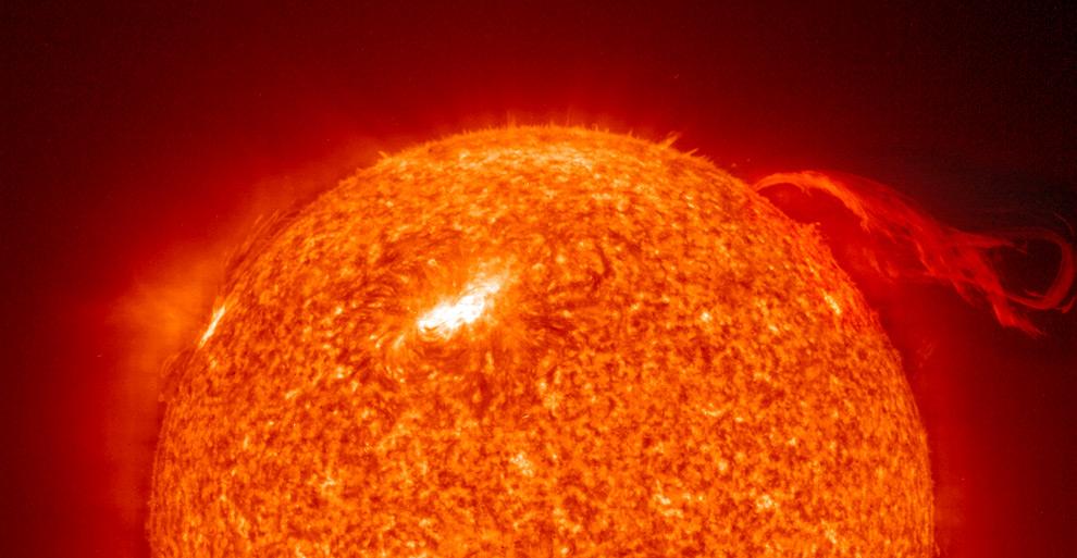 Выбросы плазмы на Солнце