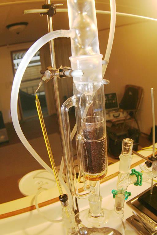 Экстракция масла из кофе с помощью аппарата Сокслета