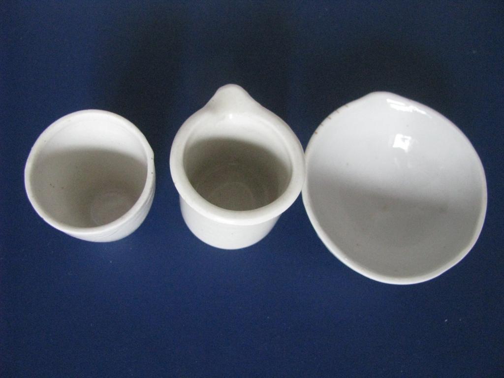 Тигель, стакан и выпарная чашка