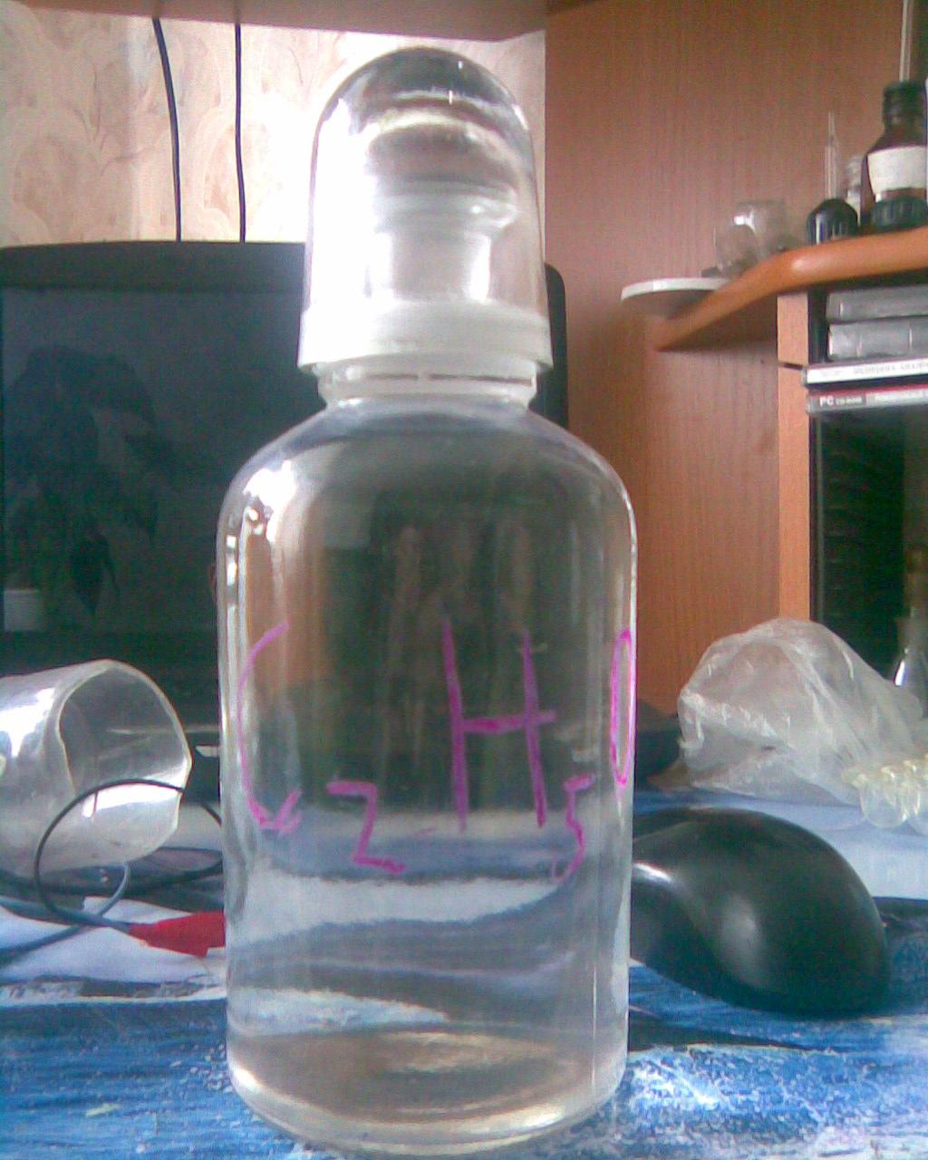 Бутылка объемом 500 мл с притертым колпачком